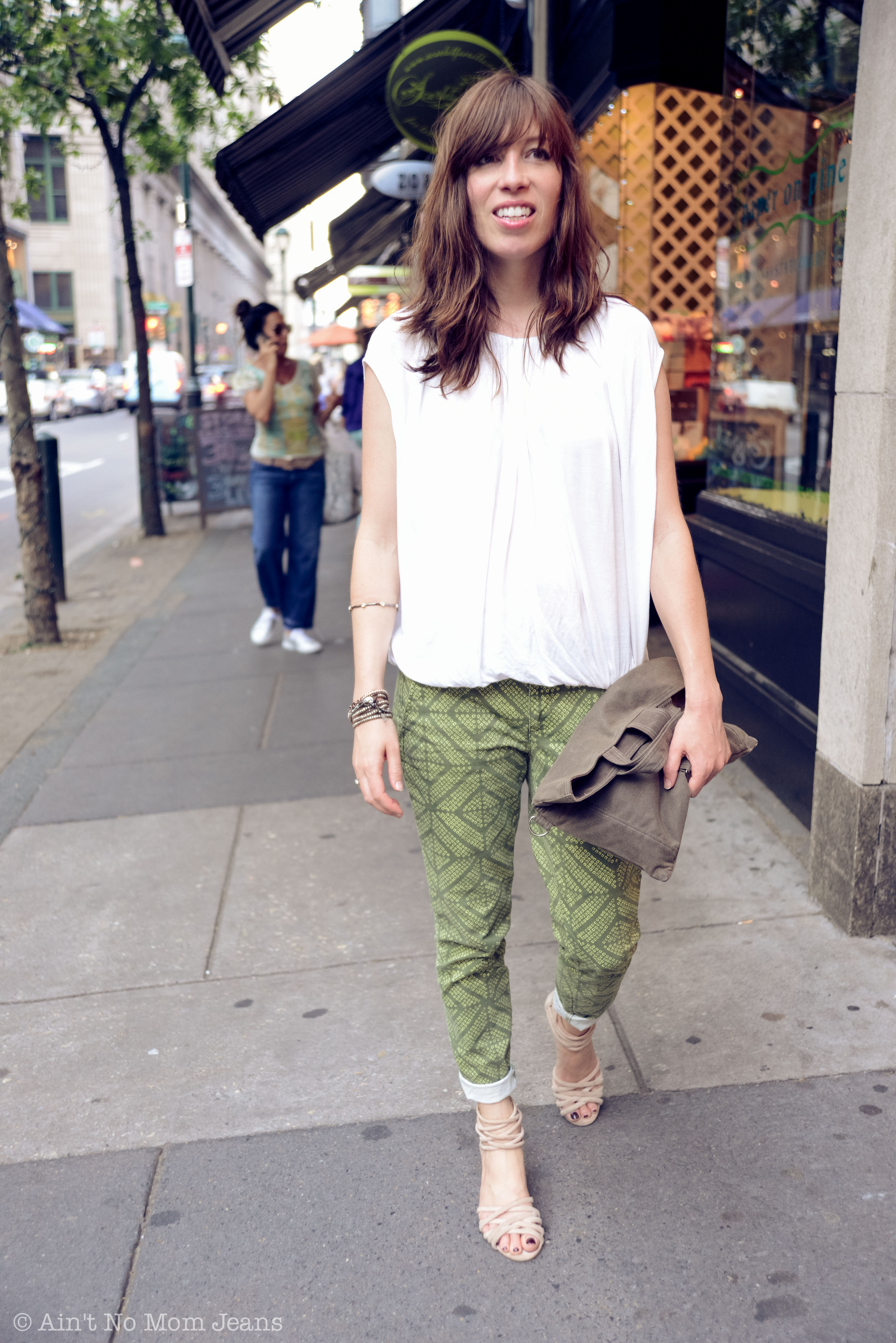 How We Wear It: Capris & Cropped Pants - The Mom Edit