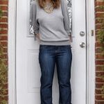 Momiform Style Inspiration: Straight-Leg Jeans with a Modern Sweatshirt