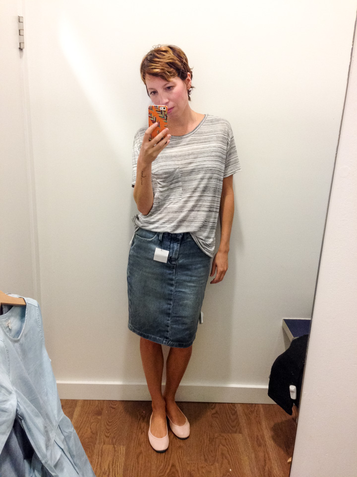 Dressing Room Selfies at the Gap! (And they're KILLING it right ...
