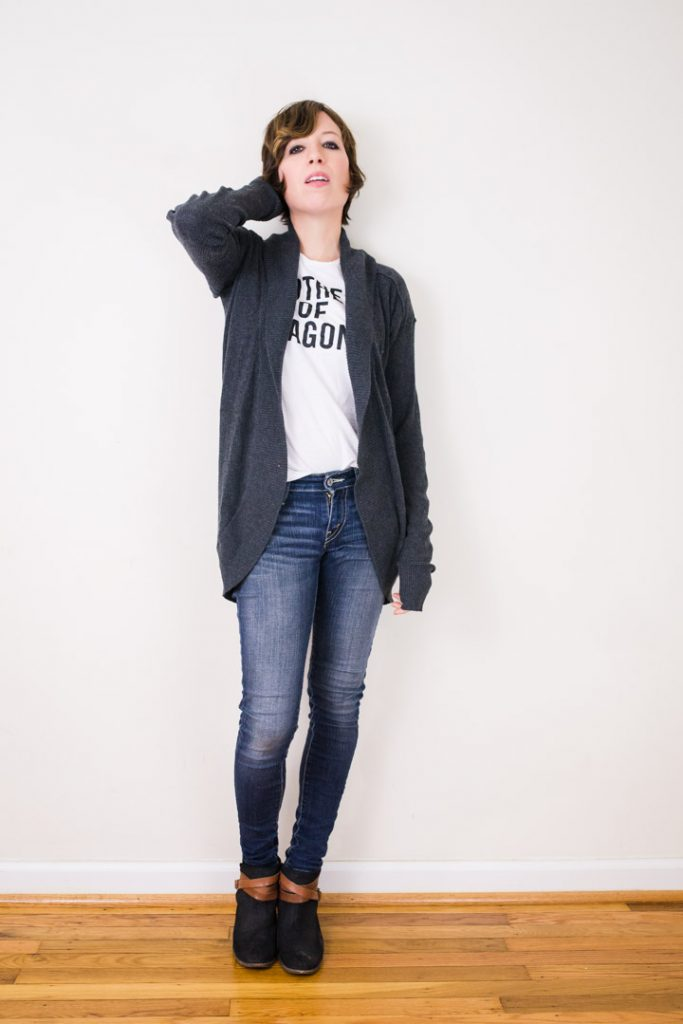 ankle-boots-skinny-jeans-cardigan-motherofdragons-tee-3