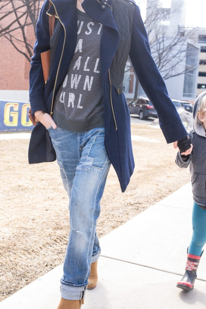 boyfriendjeans-ankleboots-frenchconnection-coat-madewell-tote-graphic-sweatshirt-8
