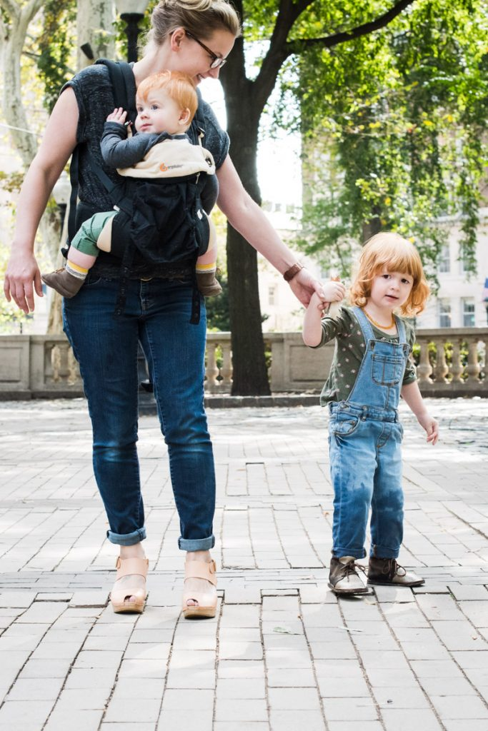 babywearing-outfit-ideas-for-moms