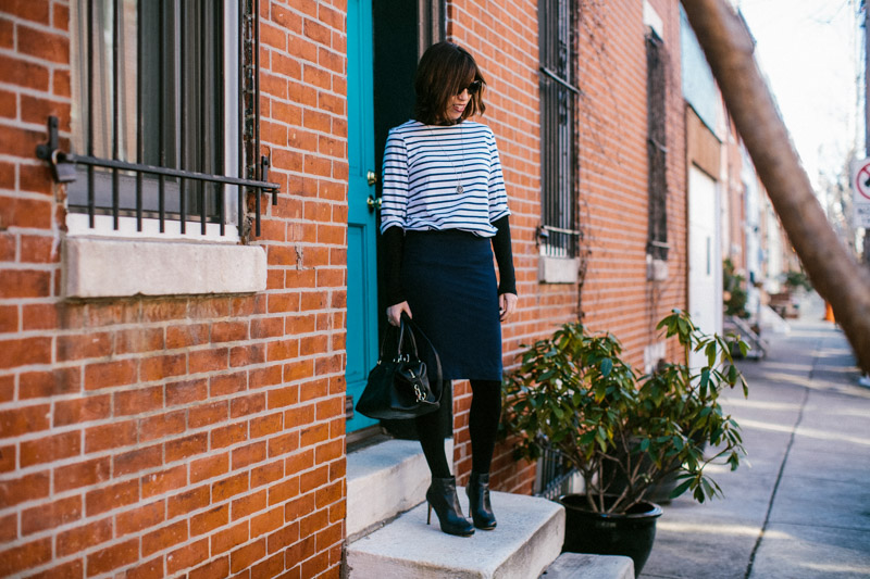 navy-pencil-skirt-office-outfit-idea