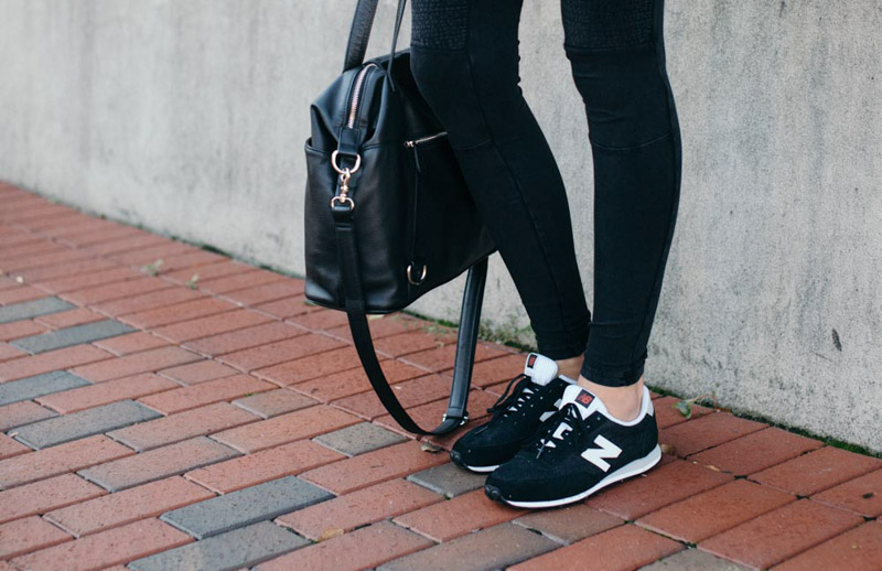 how-to-wear-sneakers-outfit