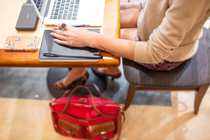 giveaway-macbook-air-mobile-office-lily-jade-diaper-bag