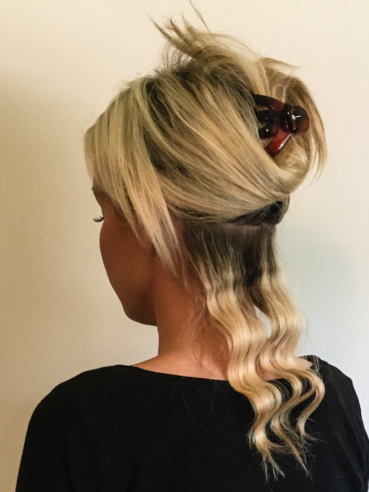 Easy Wavy Hair Tutorial How To Make Your Hairstyle Last For Days The Mom Edit