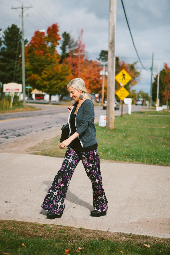 how-to-wear-printed-pants-3