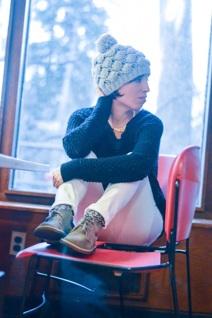 clarks-desert-boots-white-jeans-vince-sweater-gold-jcrew-choker-gray-hat-2