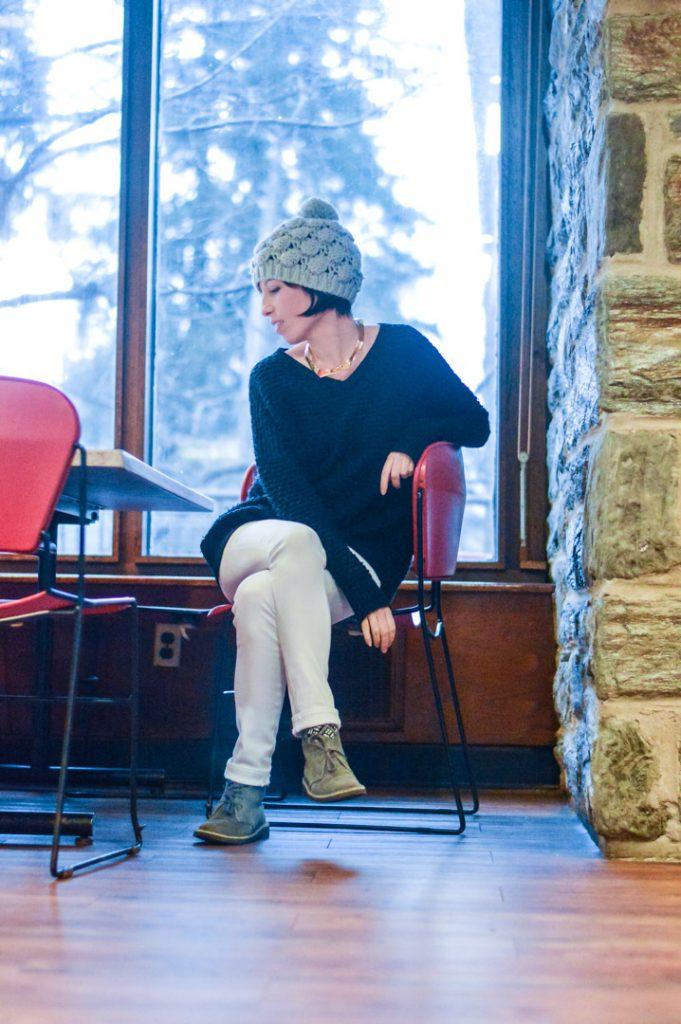 clarks-desert-boots-white-jeans-vince-sweater-gold-jcrew-choker-gray-hat-6