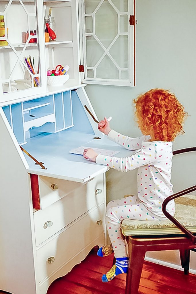 kids-art-corner-diy