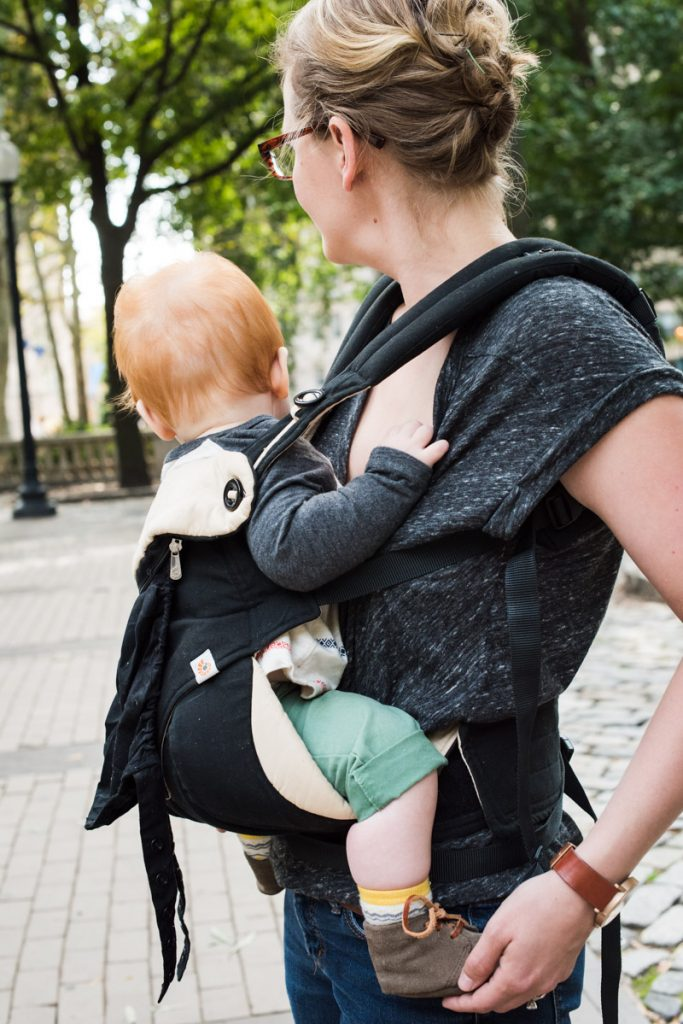 babywearing-outfits-for-moms