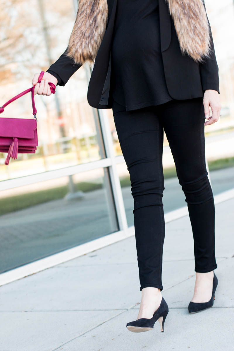 all-black-chic-maternity-outfit