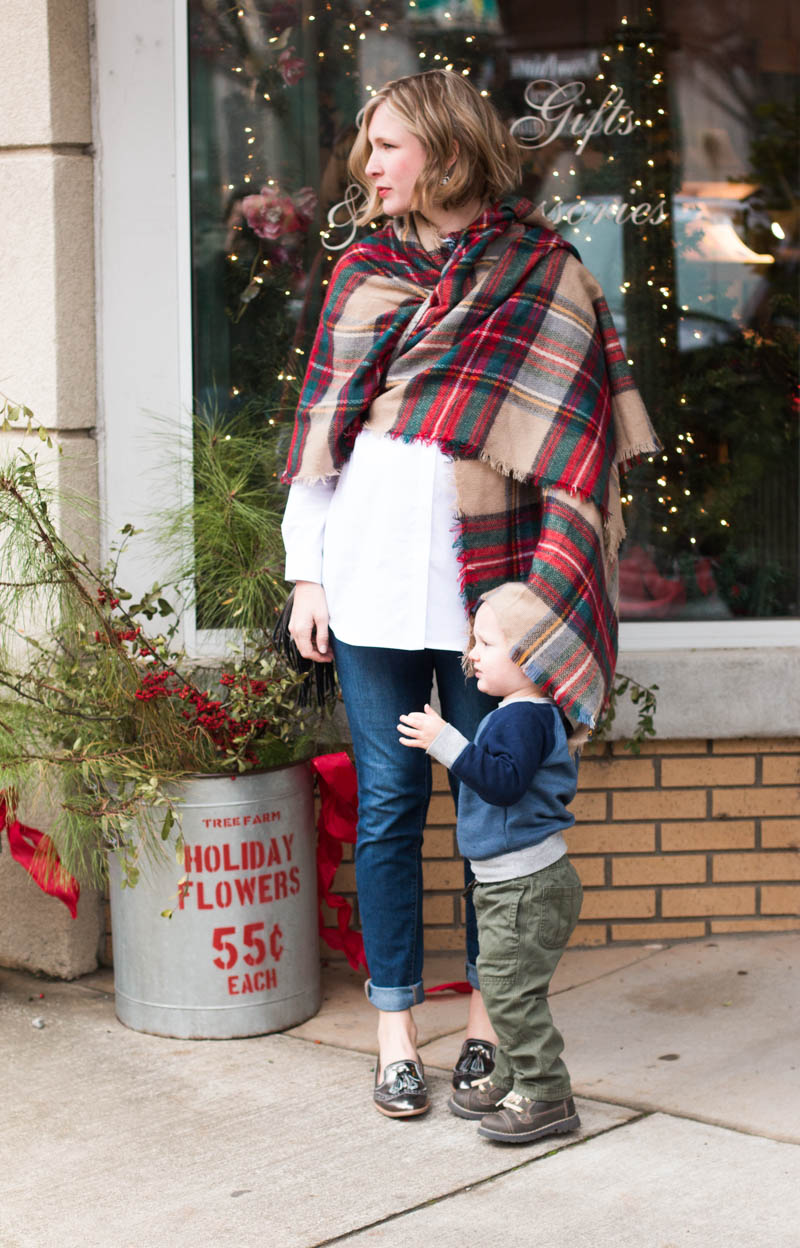 a-maternity-outfit-for-christmas