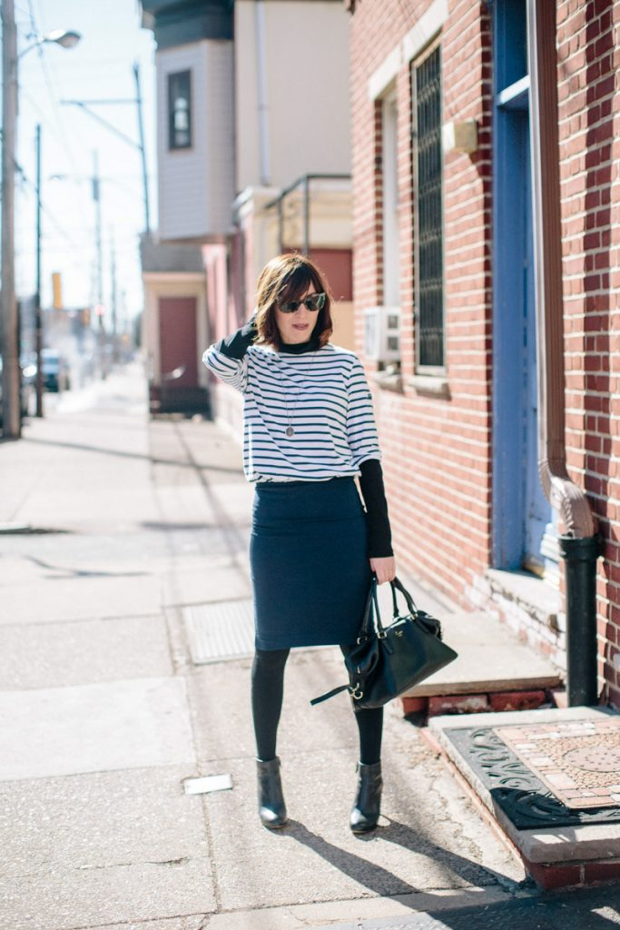 navy-skirt-black-tights
