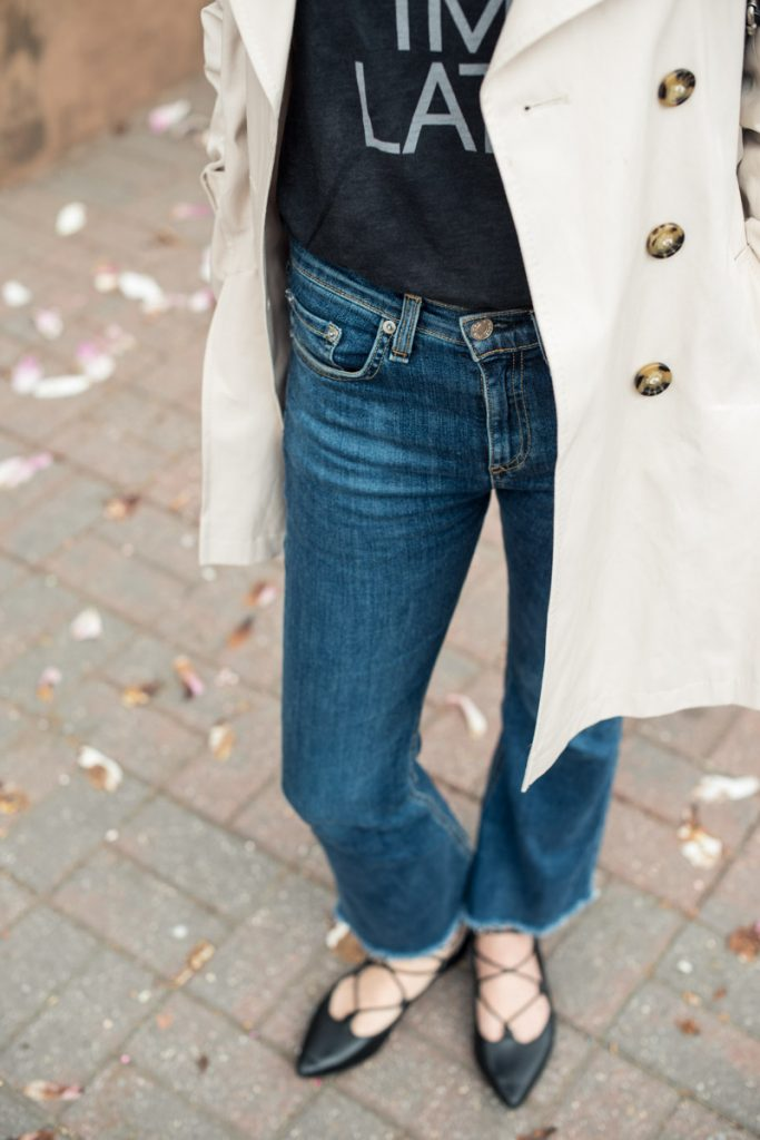 highr-rise-jeans-and-trench-coat