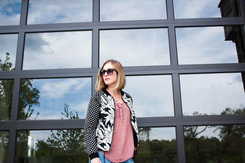 casual-everyday-outfit-with-bomber-jacket