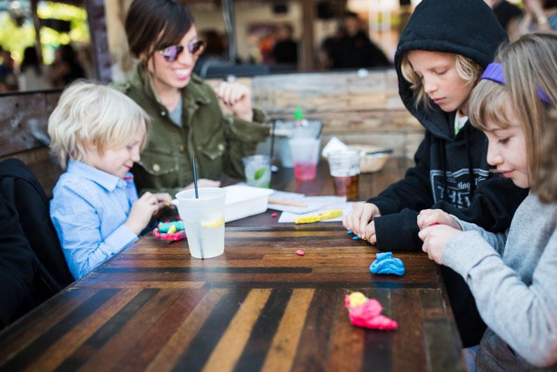 toys-for-kids-in-restaurants