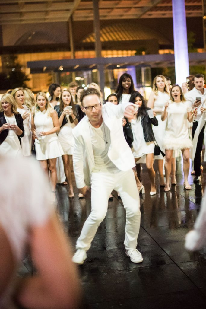 white-party-dancing-scene