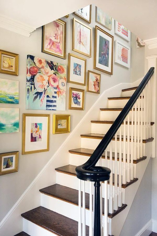 stairway-gallery-wall
