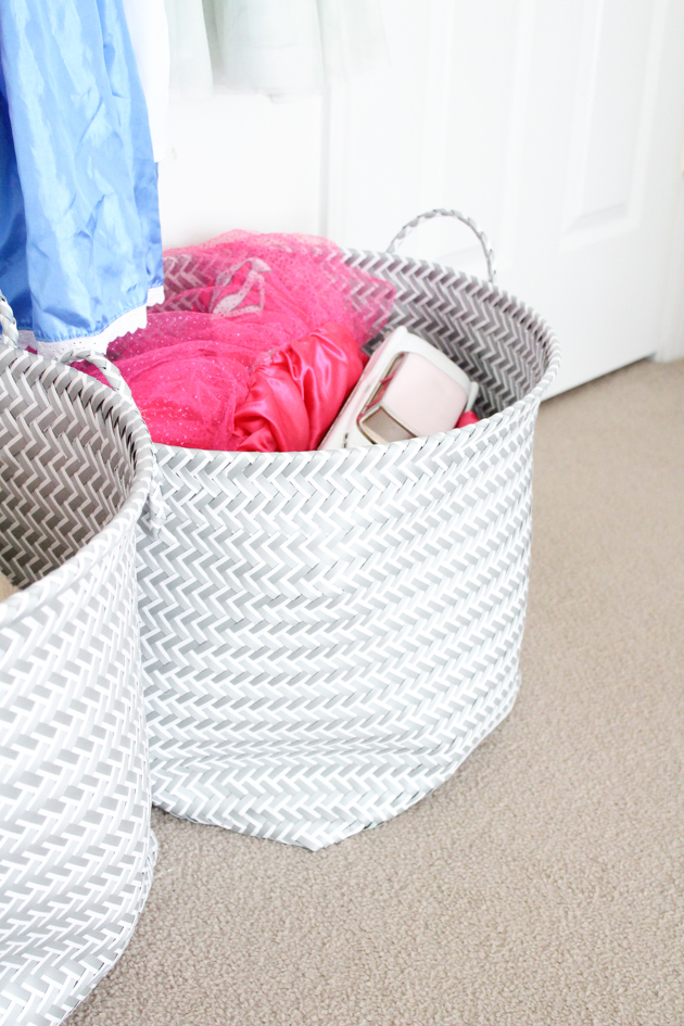 toy-storage-for-small-rooms