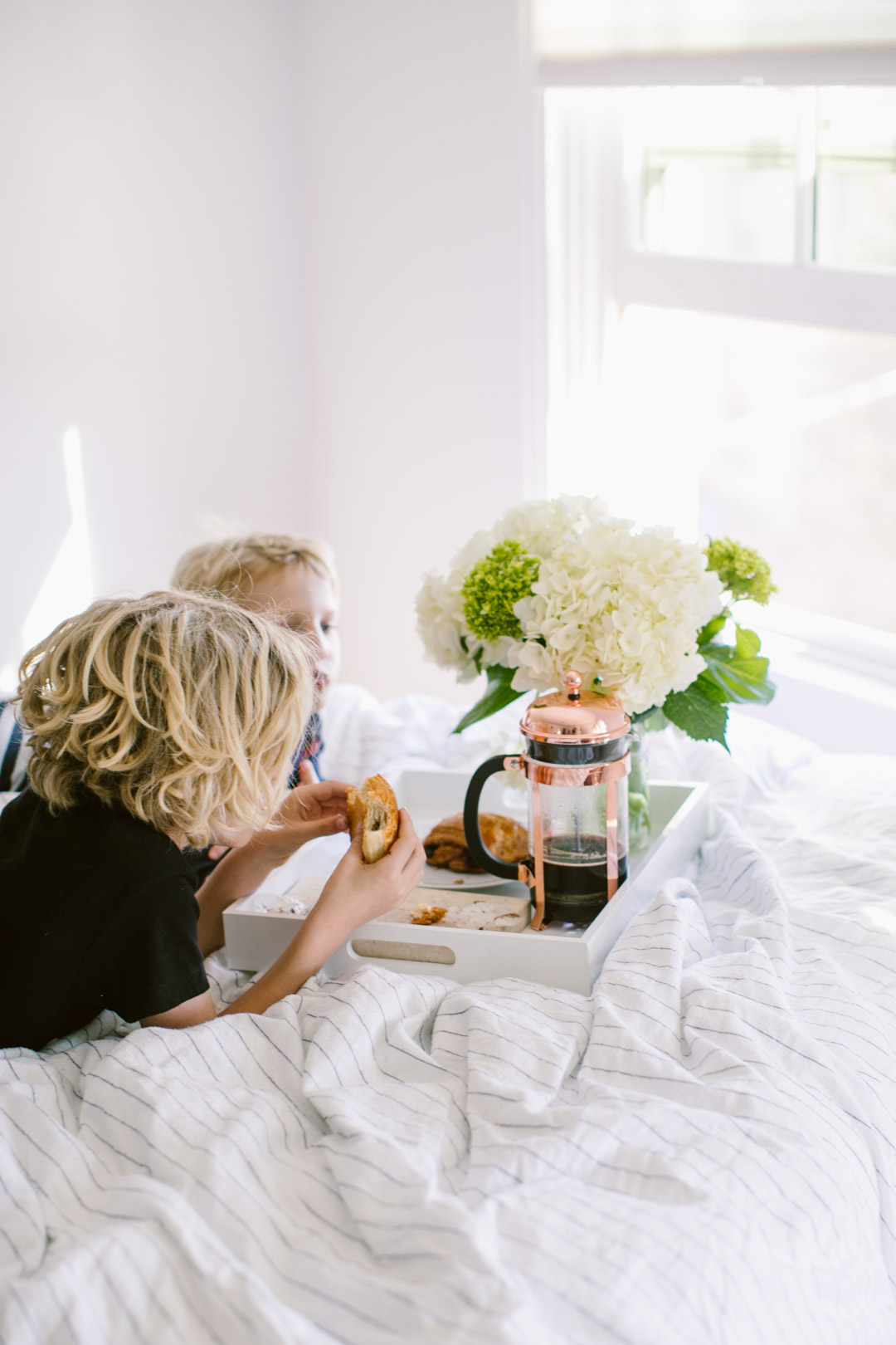 Happy Mama's Day! For us Mamas, there's a simple way to win Mother's Day morning with the fam. Hint: flowers & somethin' a li'l fancy help. Deets inside.