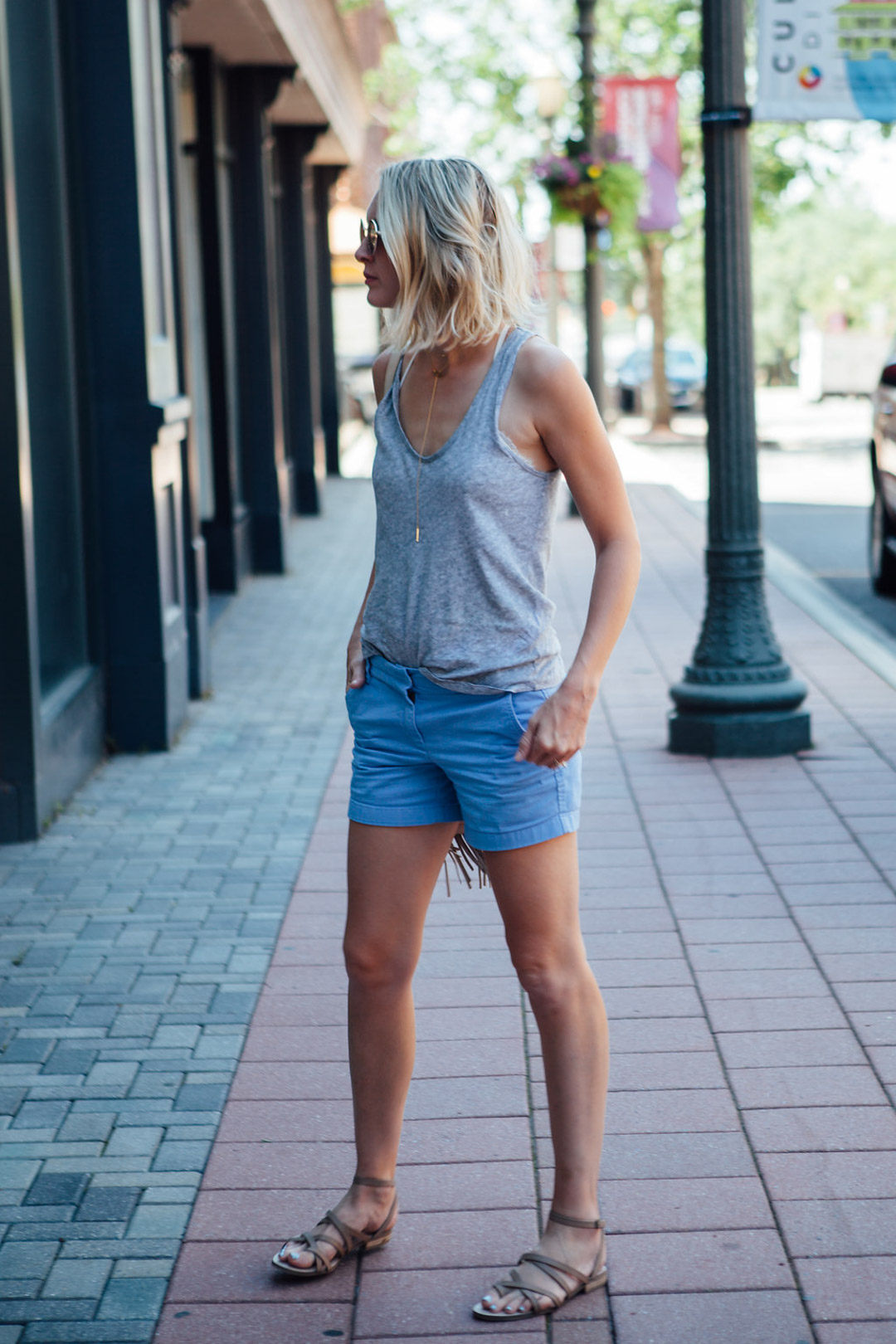 how to wear mom shorts