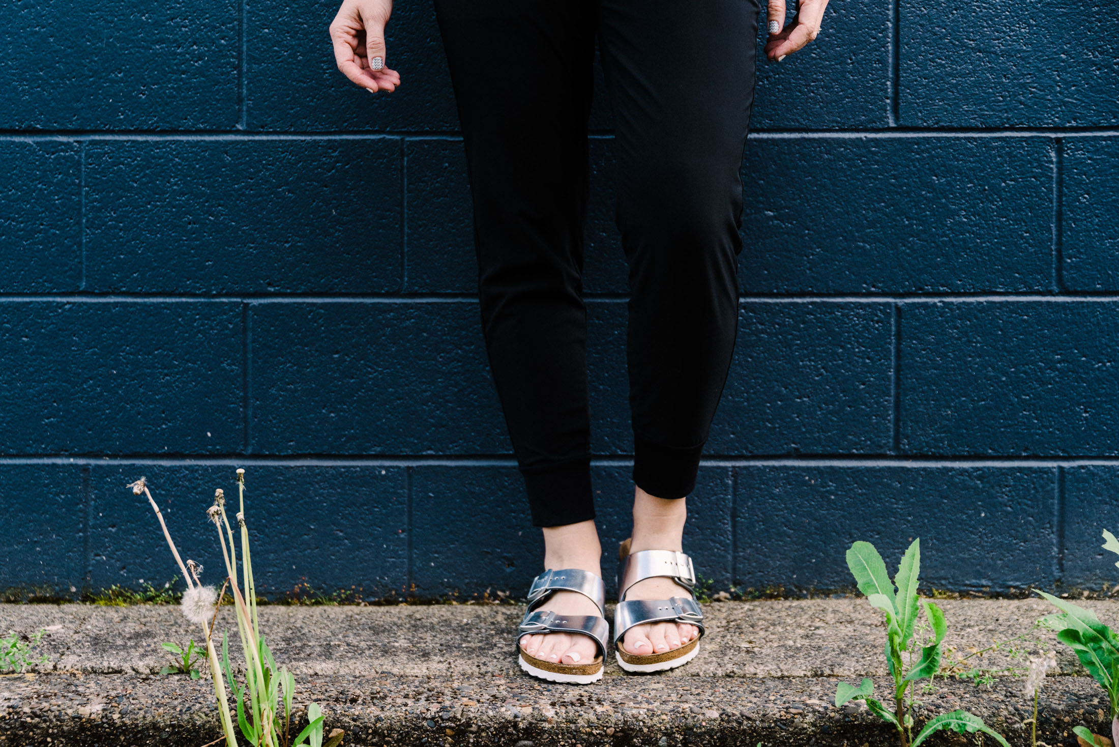 Casual spring & summer momiform? We're on it. Graphic muscle tee + comfy joggers + shiny Birkenstocks = DONE. Styling it up here.