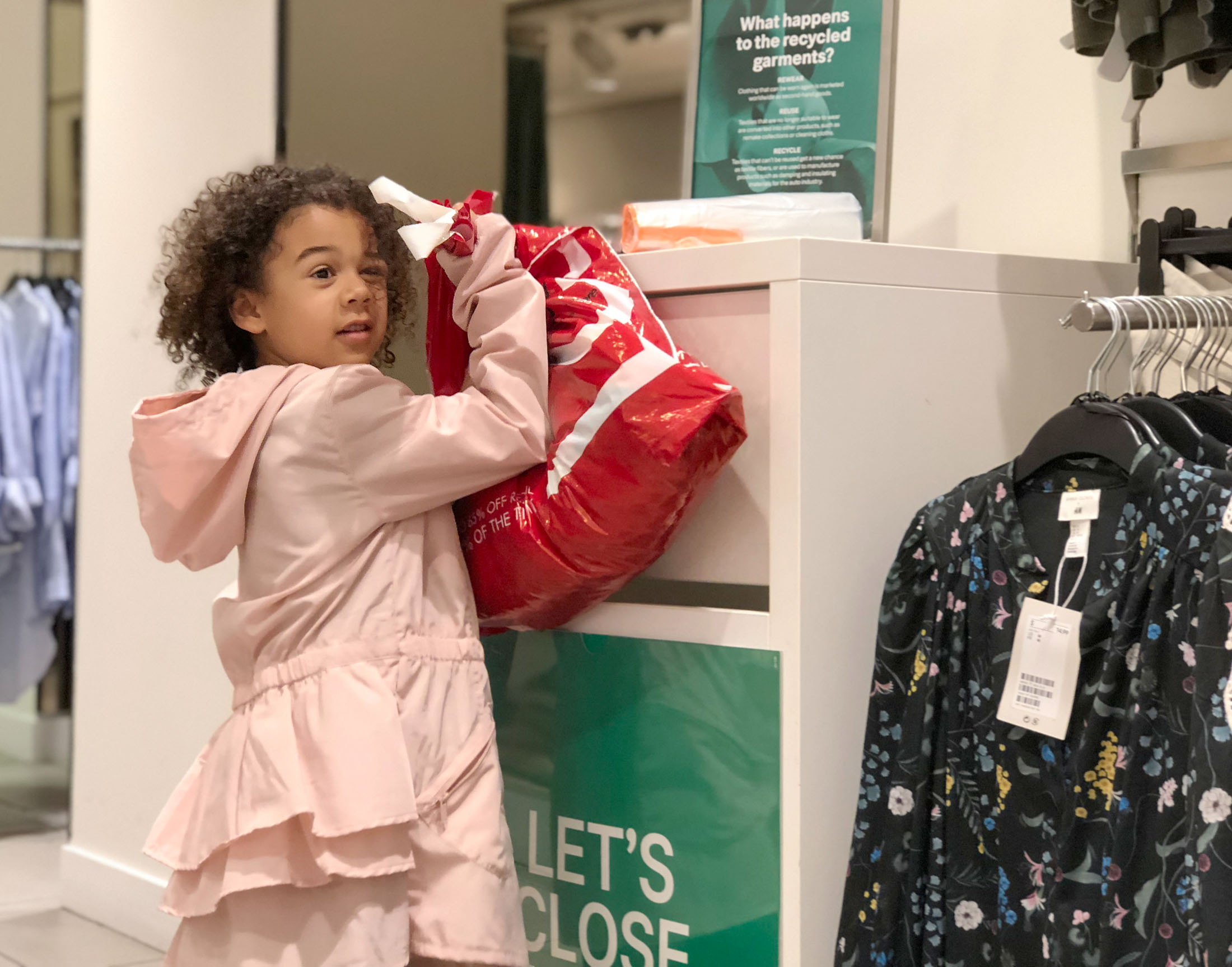 Reducing waste is 1 step toward sustainable fashion. Brands who donate, repair, reuse & recycle clothes make it easier. These 12+ retailers reward us, too.