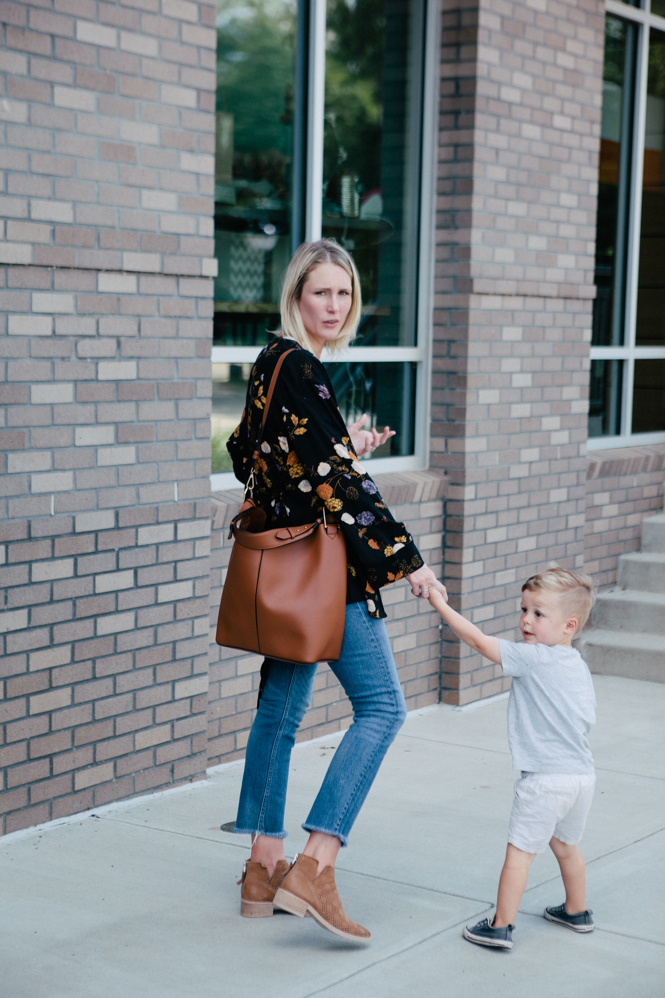 easy mom outfit for fall