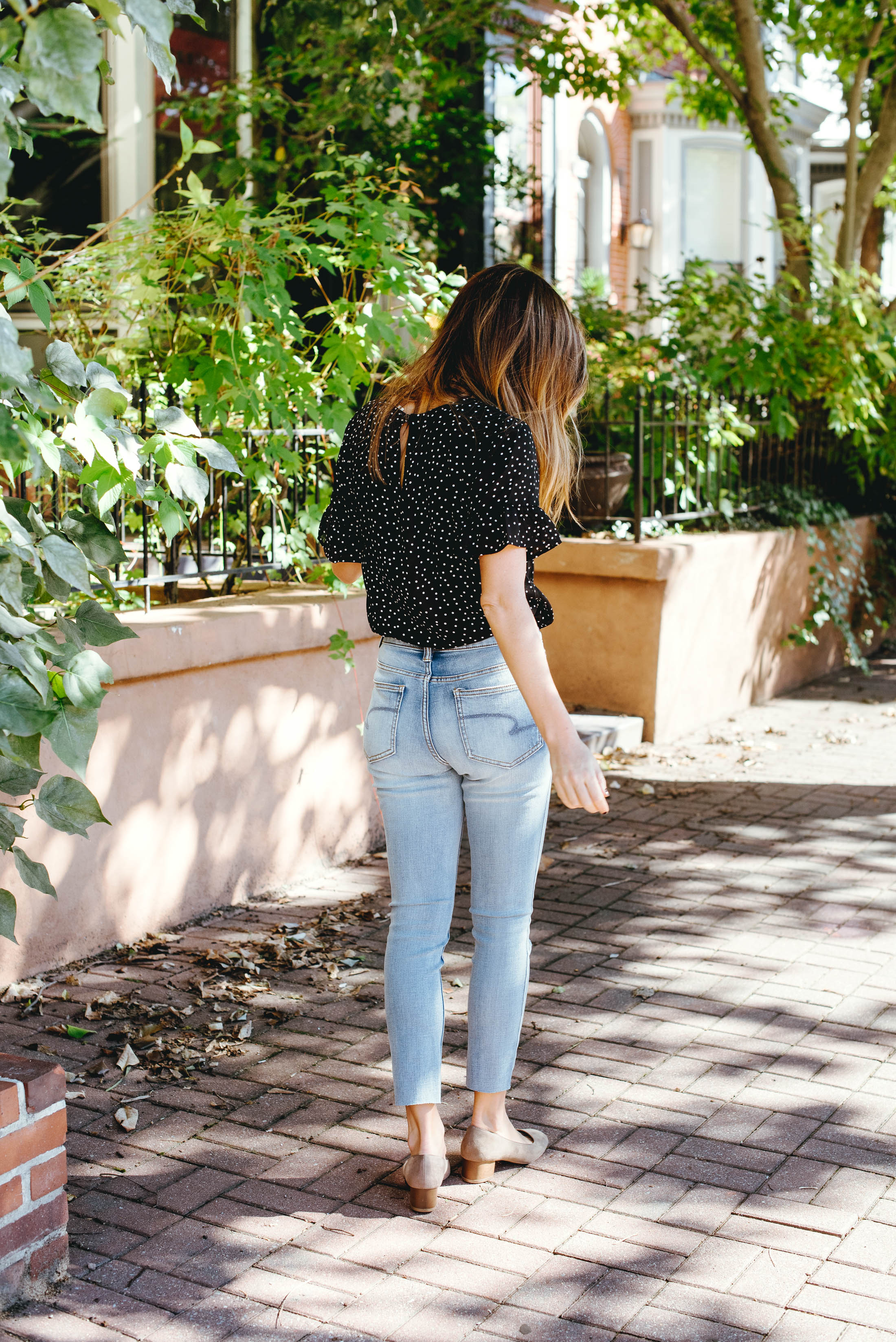 We've gone budget-friendly, baby — 4 stylish outfits you can rock without breaking the bank. Soft jeans, chic designer-style tops...yes!