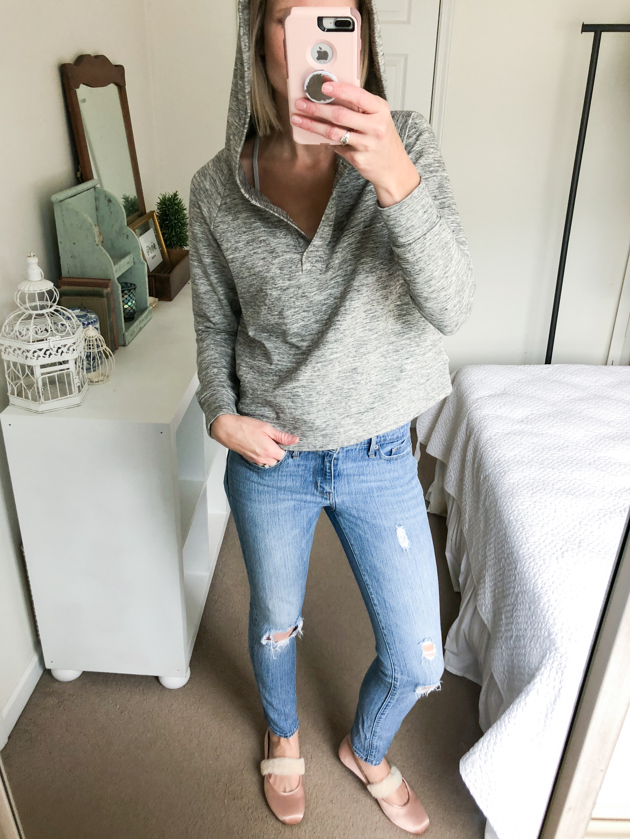 hoodie grey top with jeans