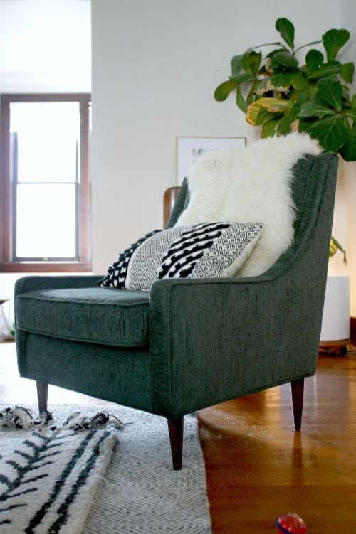 Finding great vintage furnishings takes time & research, but the time-tested decor can make your home feel cozy, layered & unique. Here's what to look for.