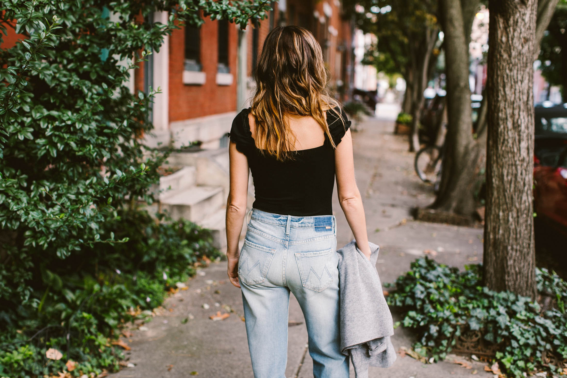 We're totally obsessed with this chic look created by a bodysuit & loose tomboyish jeans with a large cuff. Perfect for layering & dressing up or down.