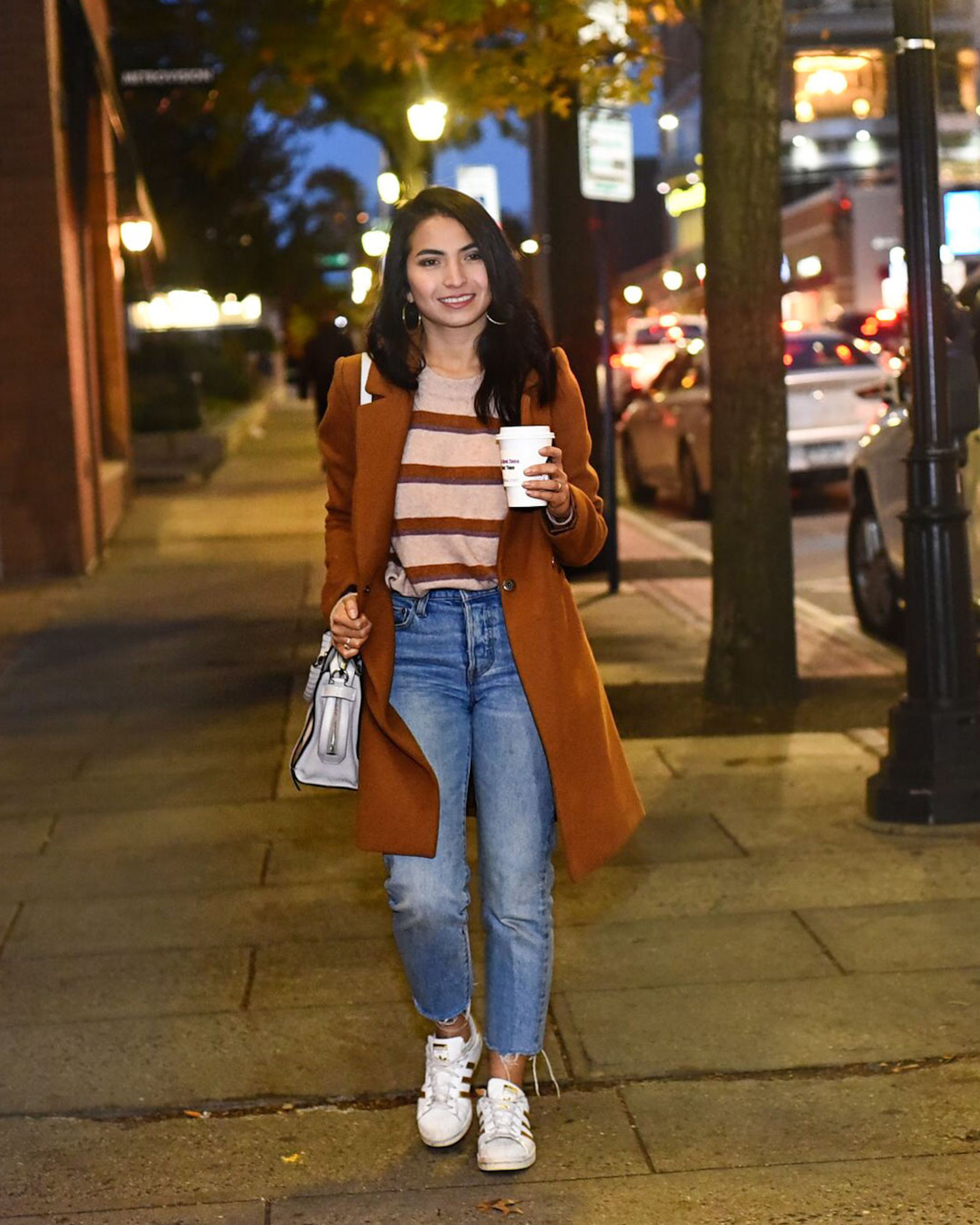 The cold weather is coming (yikes!), so it's time for the perfect, casual fall-to-winter transition momiform we can layer & still look put together.