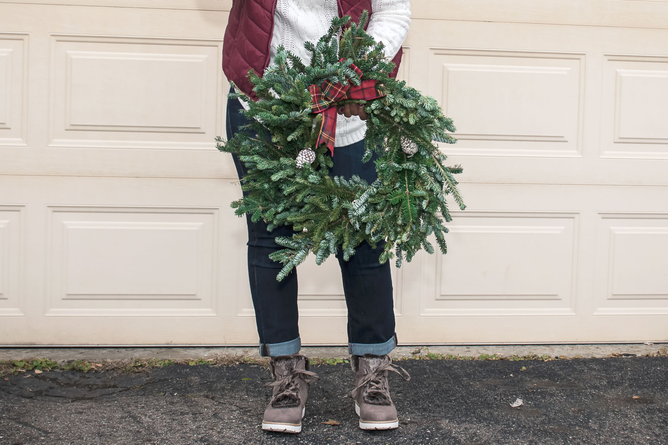 Wreath-hanging, gift-buying, tree trimming, dinner eating & holiday shopping. We've got your cute, festive-casual, go-to holiday outfit right here!Wreath-hanging, gift-buying, tree trimming, dinner eating & holiday shopping. We've got your cute, festive-casual, go-to holiday outfit right here!