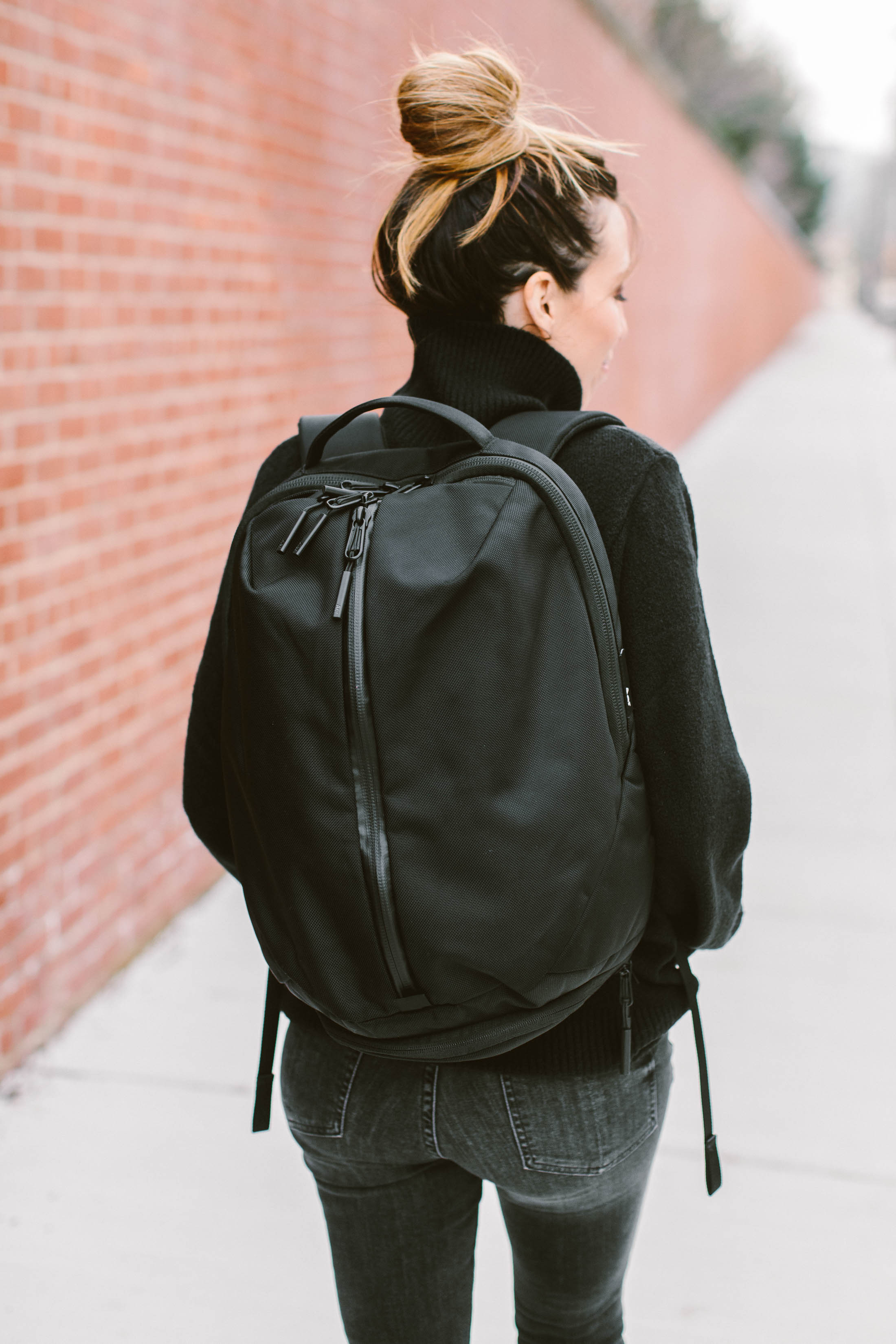 Hold up! The time for that daily, unexpected all-black outfit —SO GOOD for walkability & urban adventures — is now! Here's how to nail this go-to look.