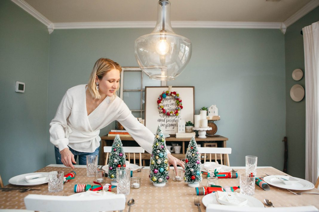 Just a few festive additions & voilà, throw a fab well-planned or last-minute party. From cleaning to table-setting, eBay has all we need for holiday fun.