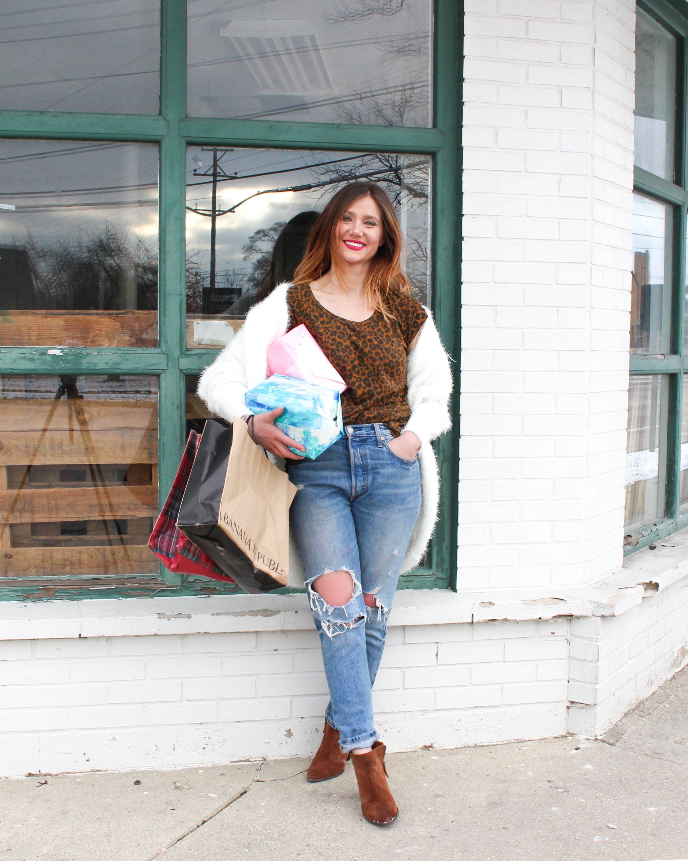 786924a574d3 What To Wear Last-Minute Holiday Shopping - The Mom Edit