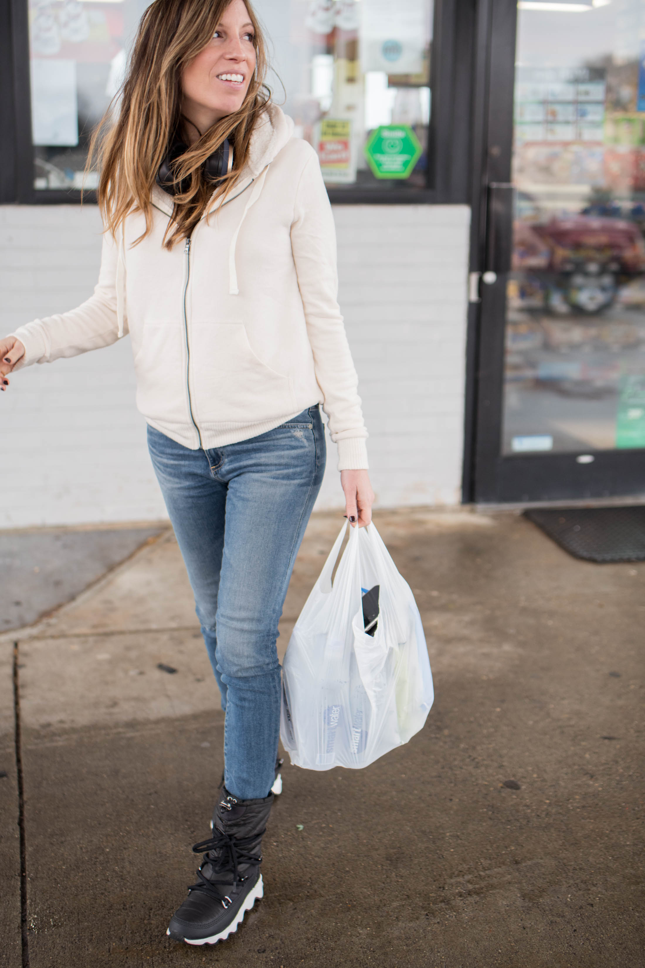 Current situation: OBSESSED with Bobeau & their super-soft pieces perfect for layering. Find out why your go-to outfit requires this hoodie & this top.