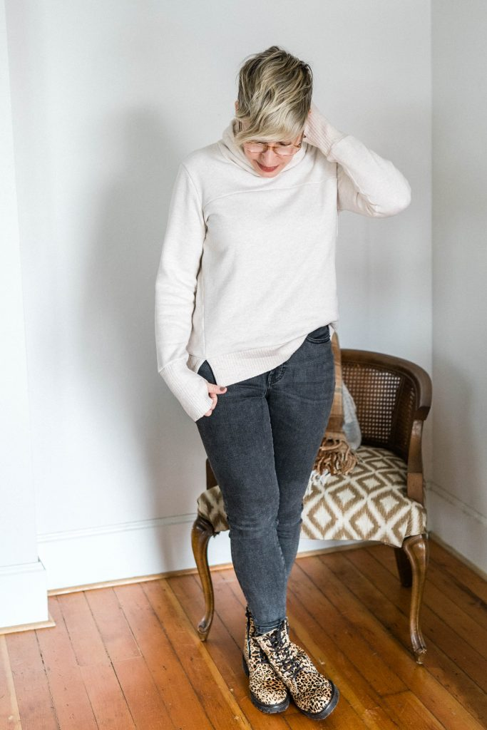 The fancy sweatshirt — cozy, chic & multilpurpose. This 1 is so unpexcted —thumbholes, funnel neck, just enough structure —we're wearing it everywhere.