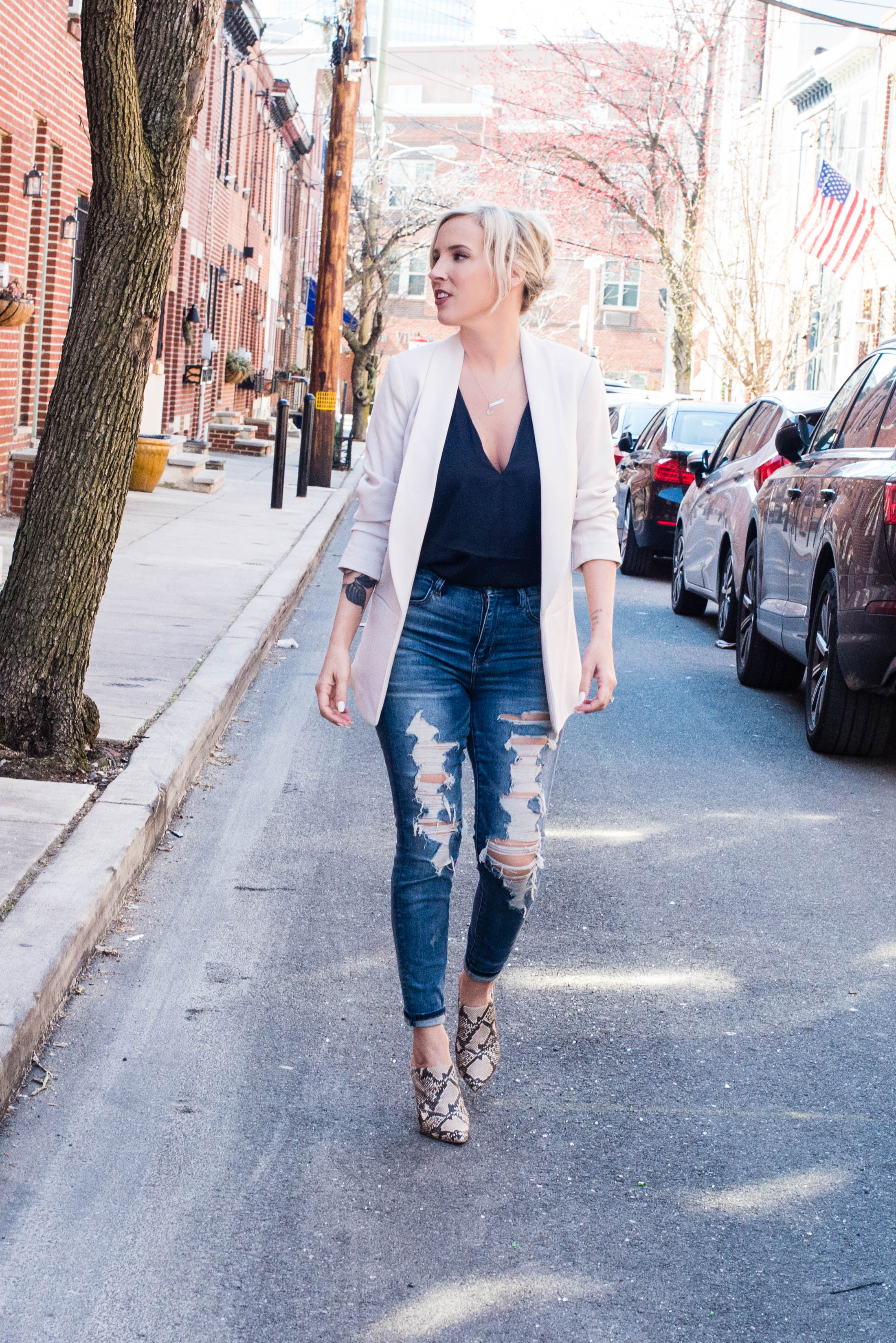 Blazers. YUP. They're an easy outfit staple to dress up your jeans or keep it casual with a dress. These 3 flattering looks make blazers a new daily go-to.