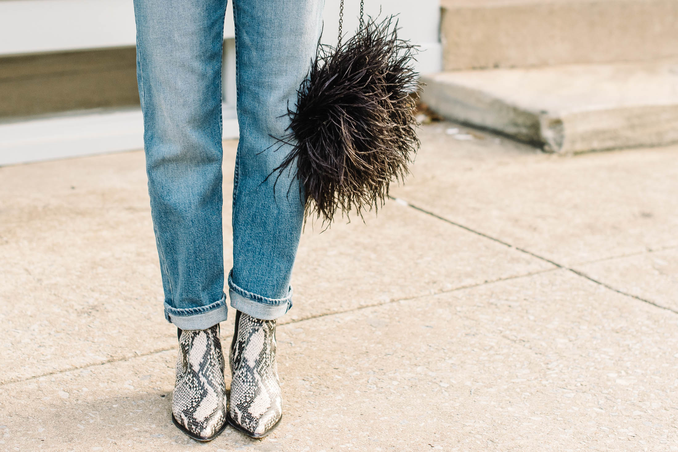 Western booties may just be the shoe to take us into Spring & rock in the Summer — wear 'em with mom jeans, boyfriend jeans & non-skinny denim...yes!