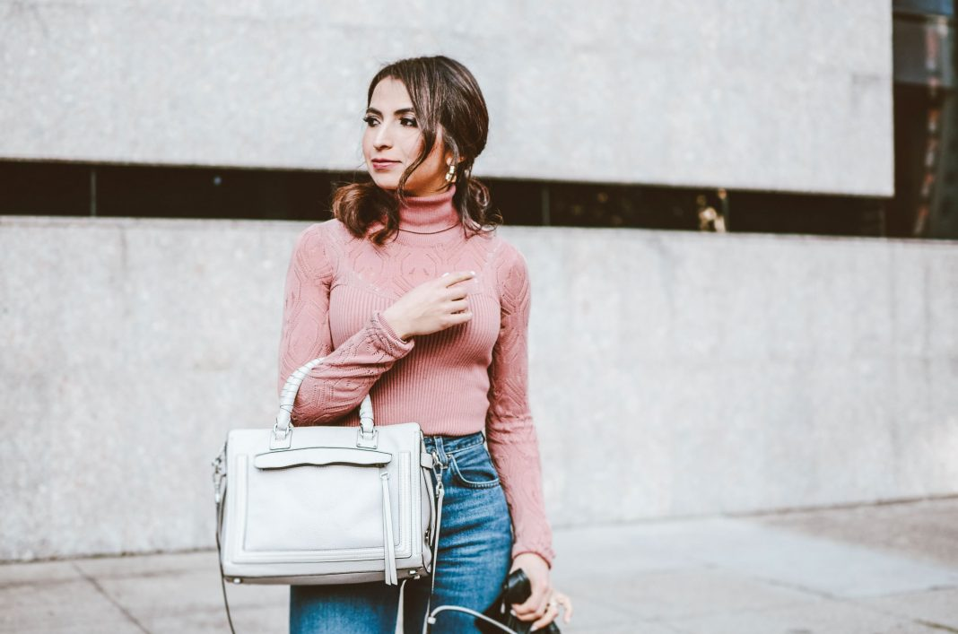 If you're wondering how to wear cropped wide-leg jeans, here's your answer. This style of pants is 1 of our fav year-round (almost) wardrobe staples.
