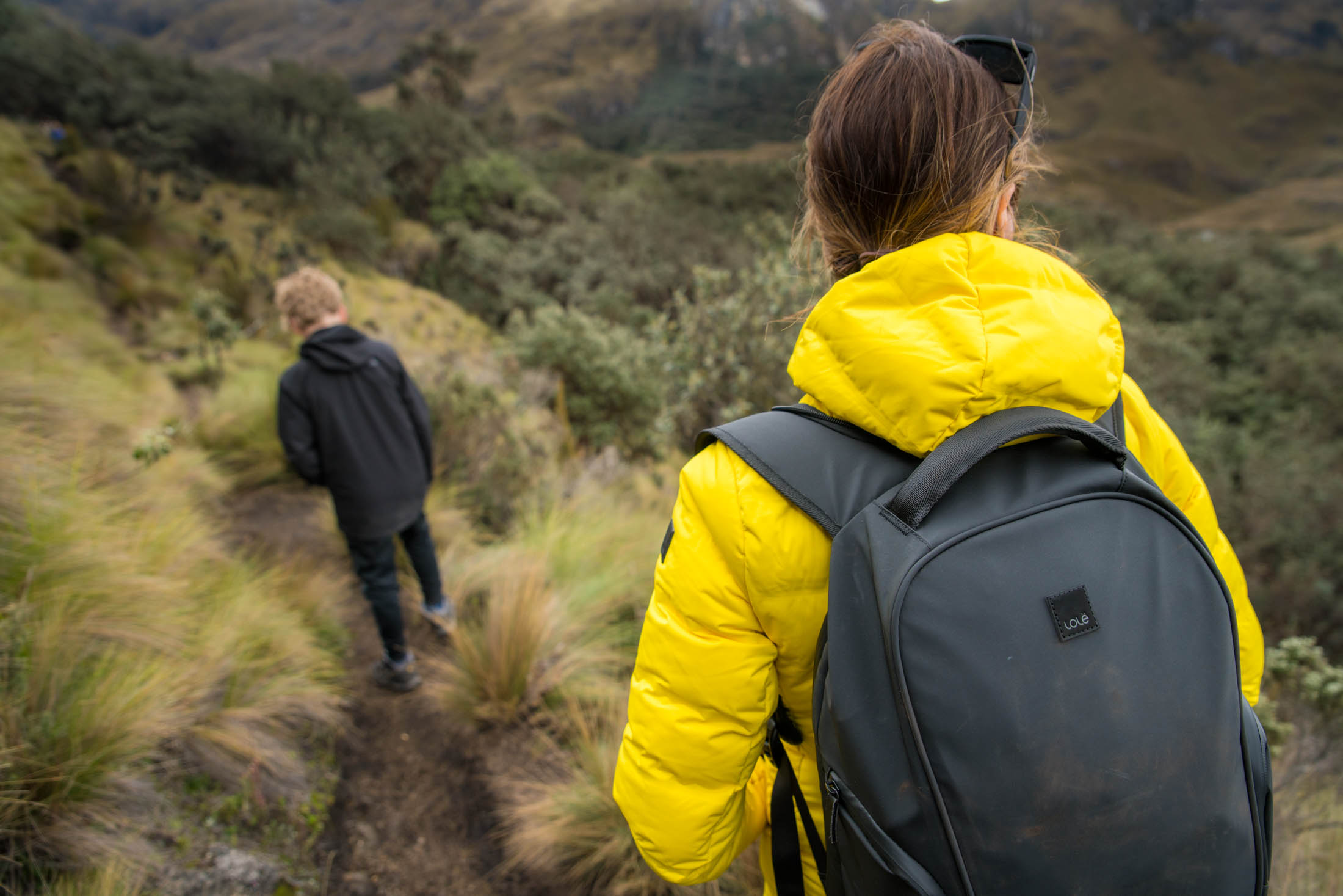 Packable puffer jackets, wear-everywhere dresses, leggings, commuter bags with rain hoods — Lolë, a fav for ethical clothing, is perfect for adventuring!
