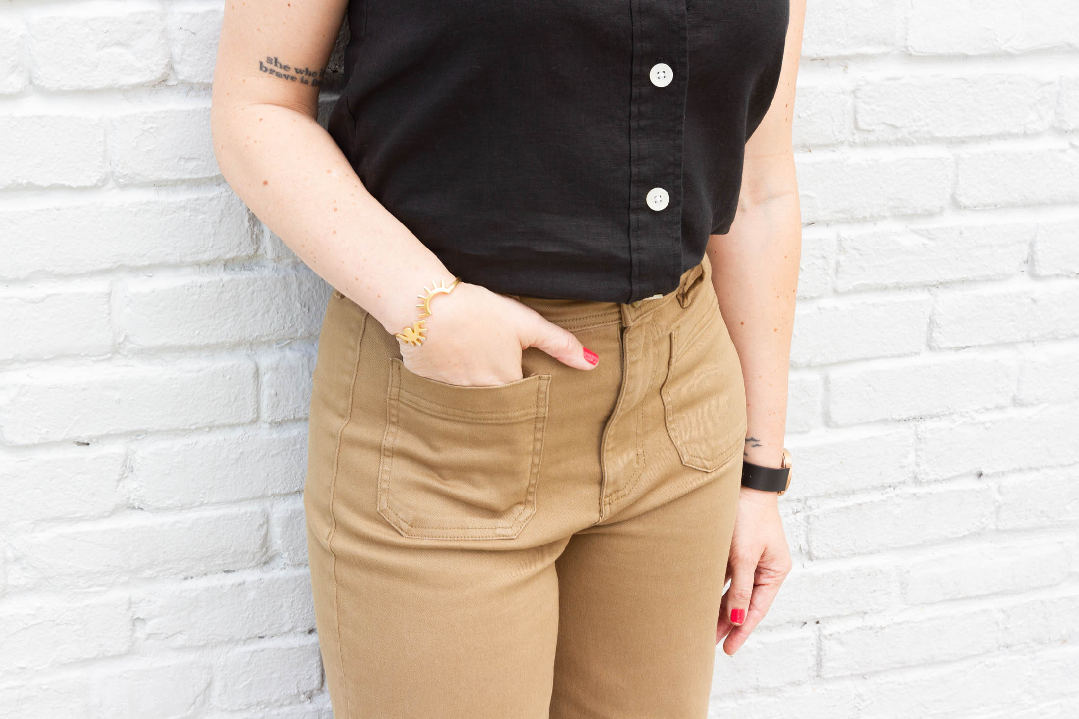 We're obsessed with Everlane's ethical retail practices. Well-made daily go-tos are on our radar for spring & these outfits are spot-on. Check 'em out.