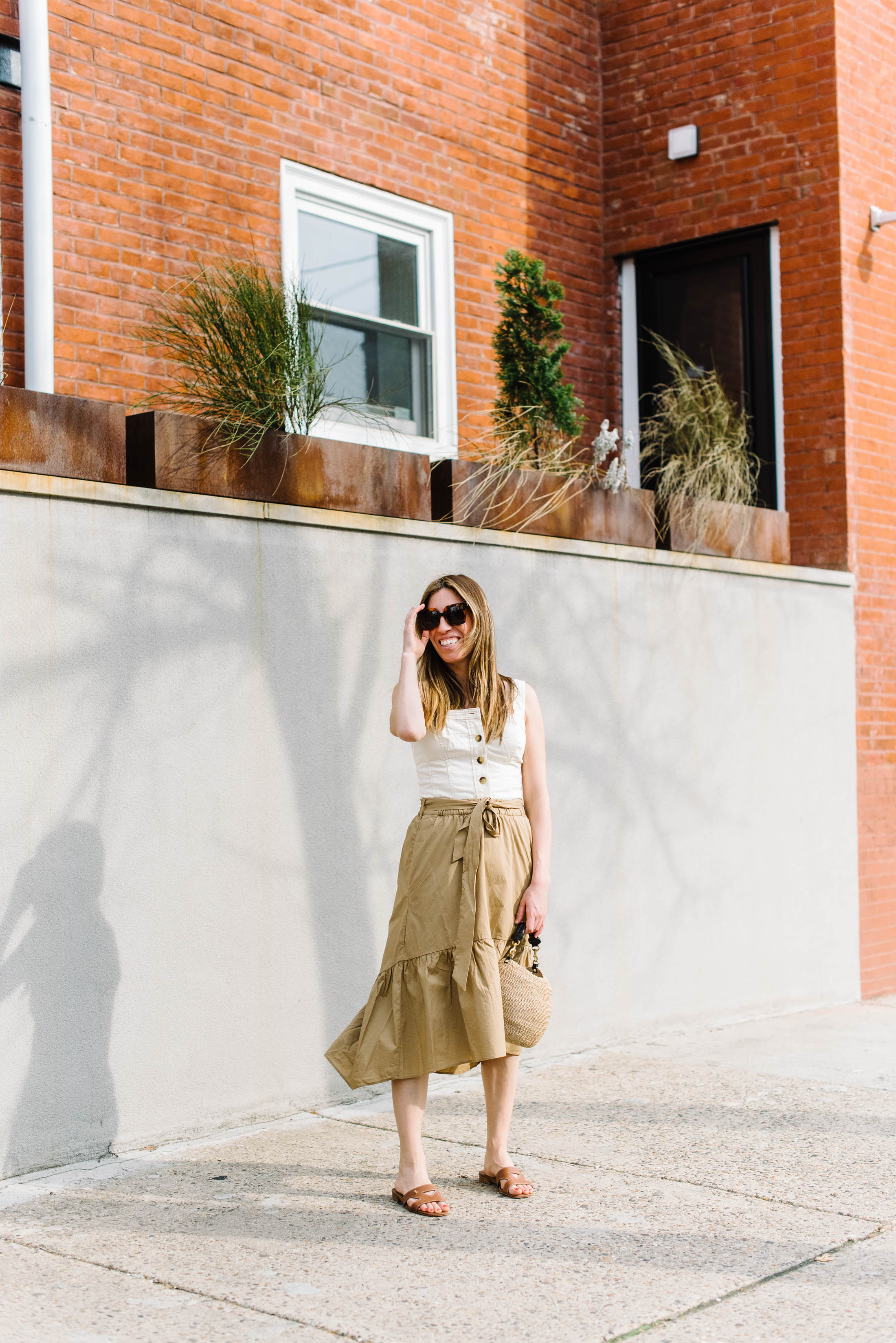 Gang, poplin fabric is having a moment. Bringing on serious khaki & 90s nostalgia, we've found the prettiest spring & summer pieces to satisfy the itch.