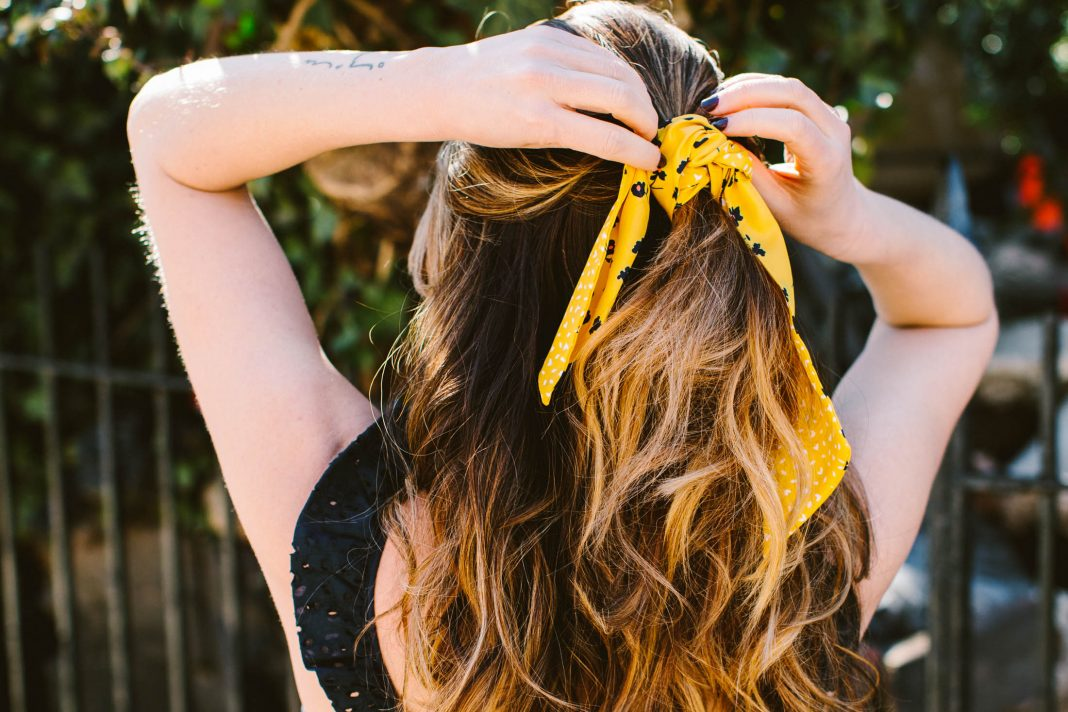 5 Ways To Wear A Silk Scarf In Your Hair | The Mom Edit
