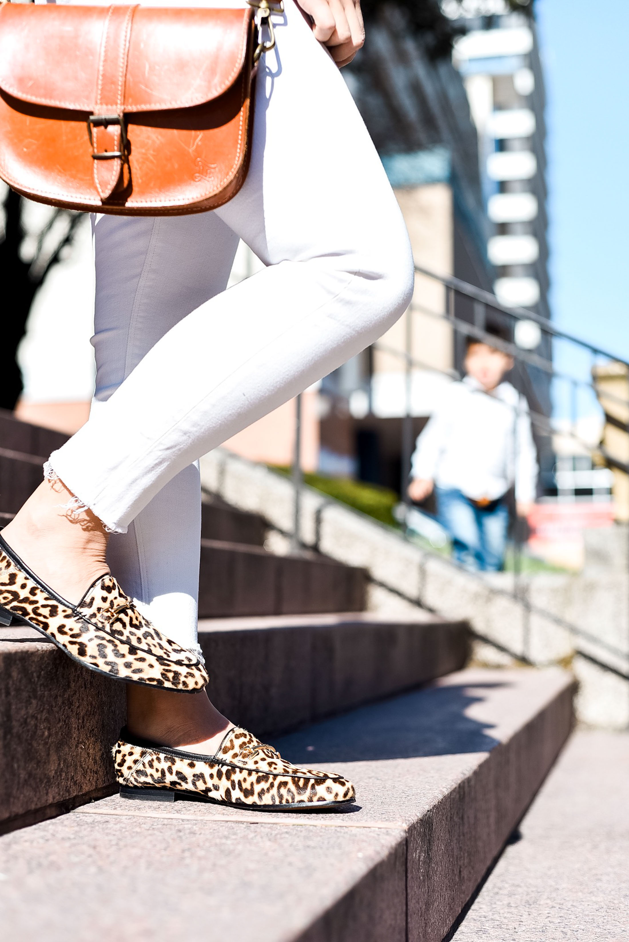 Cool, spring weather calls for a mix of chic favs —seasonless cashmere, high-rise jeans, a hair scarf & leopard shoes — for an easy outfit formula. YES.