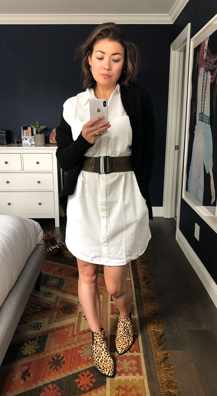 The key to your minimalist capsule wardrobe? 1 dress to wear multiple ways. This white shirtdress from Madewell does the trick. Styling it 7 ways here.