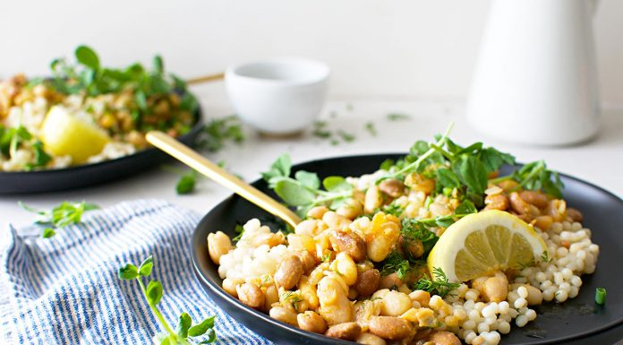 YUM —an easy weeknight vegan dinner recipe serving up a whole lot of flavor that's healthy —we're in! Check out these garlicky white beans & couscous.